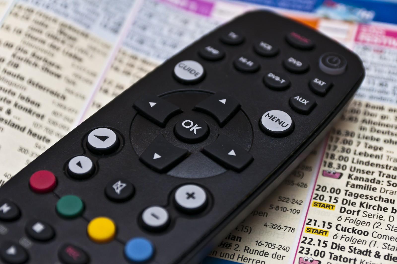 Fernsehprogramm und Fernbedienung