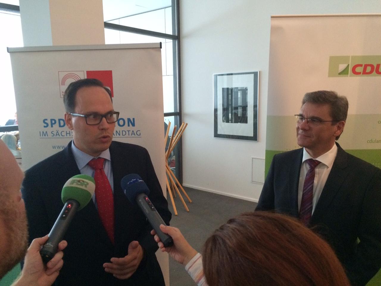 Koalition unterstützt Regierung bei Asylmaßnahmen